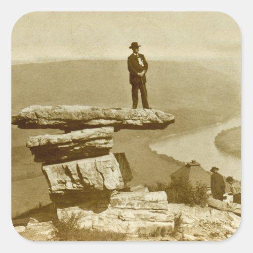 Mirada confederada hacia fuera en la montaña pegatina cuadrada