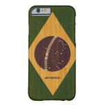 Mirada de bambú y bandera grabada del Brasil del Funda De iPhone 6 Barely There