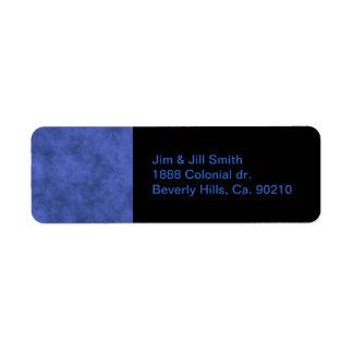 Mirada de cuero en azul cubierto etiquetas de remite