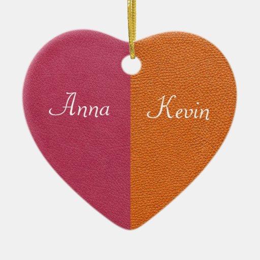 Mirada de cuero rosada y anaranjada adorno navideño de cerámica en forma de corazón