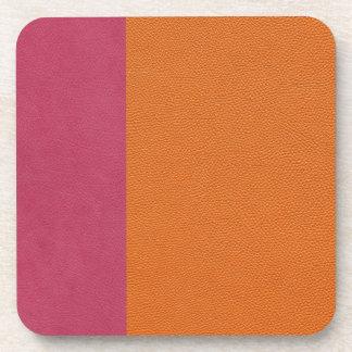 Mirada de cuero rosada y anaranjada posavasos de bebida
