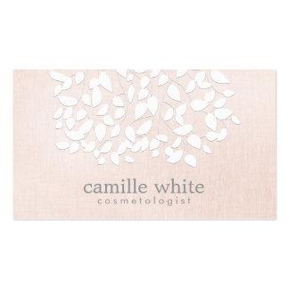 Mirada de lino rosada de las hojas blancas de la tarjetas de visita