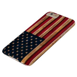 Mirada de madera apenada de la bandera americana funda de iPhone 6 plus barely there