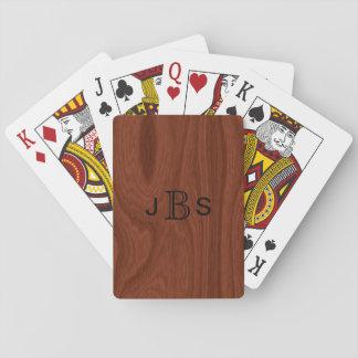 Mirada de madera de caoba de las iniciales cones barajas de cartas