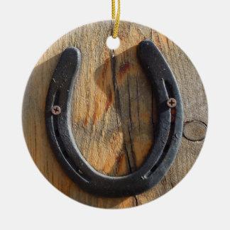 Mirada de madera de herradura occidental rústica adorno navideño redondo de cerámica