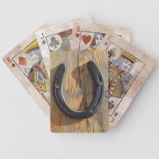 Mirada de madera de herradura occidental rústica l baraja cartas de poker