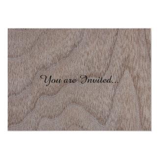 """Mirada de madera del grano de la nuez blanca invitación 5"""" x 7"""""""