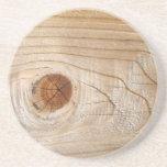 Mirada de madera inacabada posavasos manualidades