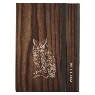 Mirada de madera oscura del grano con la caja del