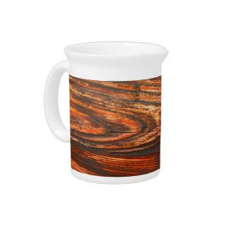 Mirada de madera rugosa jarras