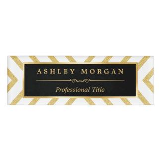 Mirada de oro de lujo descarada moderna de las etiqueta con nombre