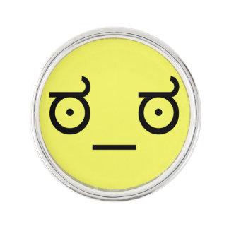 mirada del ಠ_ಠ del arte del texto del Emoticon de Insignia