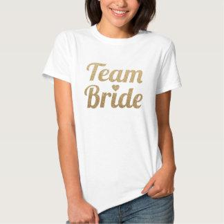 Mirada del brillo del oro de la novia del equipo camisas