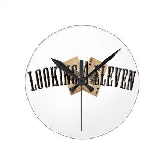 Mirada del logotipo 4 once reloj de pared