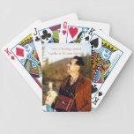 Mirada hacia arriba con el abuelo cartas de juego