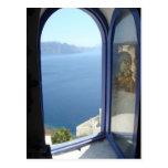 Mirada hacia fuera en Santorini Postal