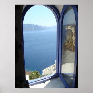 Mirada hacia fuera en Santorini Póster