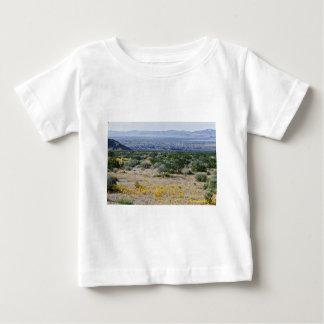 Mirada hacia la ciudad de veintinueve flores de camisas