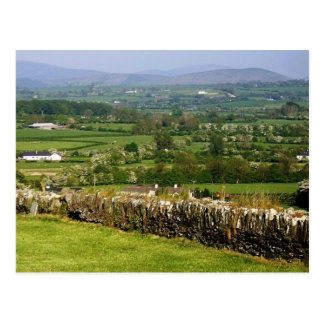 Mirada hacia las montañas F de Wicklow y de Dublín Tarjeta Postal