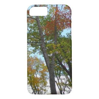Mirada para arriba a bajar follaje de otoño funda iPhone 7