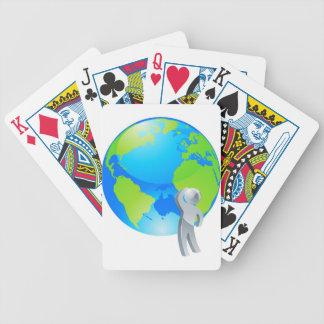 Mirada para arriba del concepto de plata de la per baraja cartas de poker