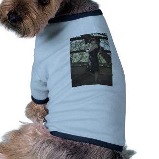 Mirada para arriba sobre la muchedumbre camisetas de mascota