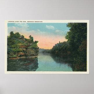 Mirada sobre la presa del depósito de Ashokan Posters