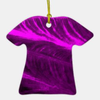 Mirada texturizada púrpura del oído de elefante adorno de cerámica en forma de camiseta