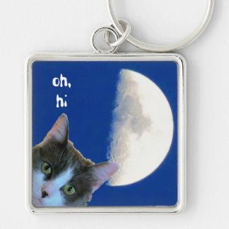 Mirando a escondidas el gatito con la media luna llavero cuadrado plateado