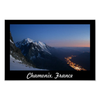 Mirando abajo sobre Chamonix, Francia Póster