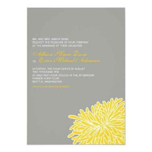 Mirar a escondidas la invitación del boda del