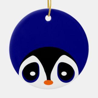 Mirar a escondidas pingüinos adorno navideño redondo de cerámica