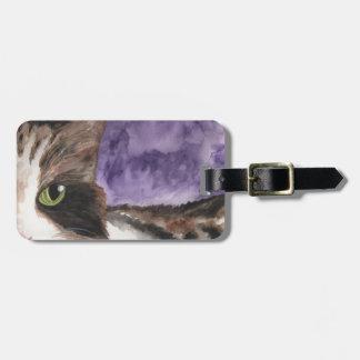 Mire a escondidas un gatito del abucheo etiquetas para equipaje
