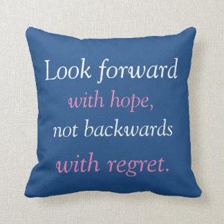 Mire adelante con esperanza almohada