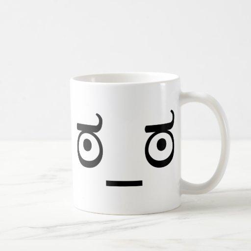Mire de la desaprobación taza de café