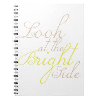 Mire el cuaderno de motivación de la parte positiv