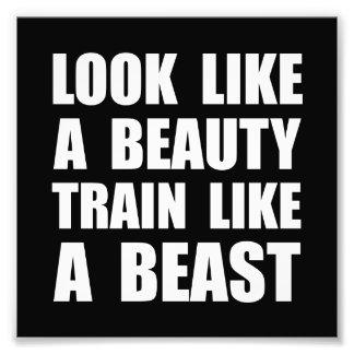 Mire el tren de la belleza como bestia fotografía
