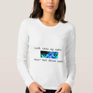 Mire en mi camisa de los ojos