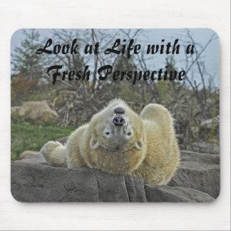 Mire la vida con un oso polar de la perspectiva fr alfombrilla de ratón