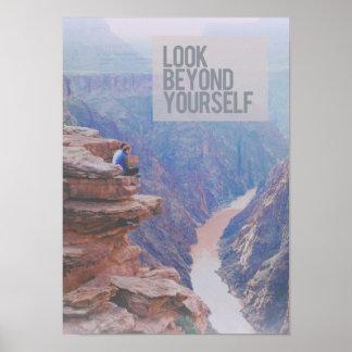 Mire más allá de sí mismo el poster del medio