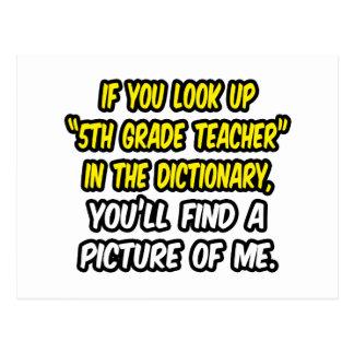 Mire para arriba al 5to profesor del grado en dicc postales