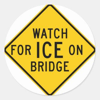 Mire para el hielo en muestra de la carretera del pegatina redonda
