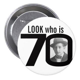 Mire quién es botón blanco y negro/insignia de 70 pin redondo de 3 pulgadas