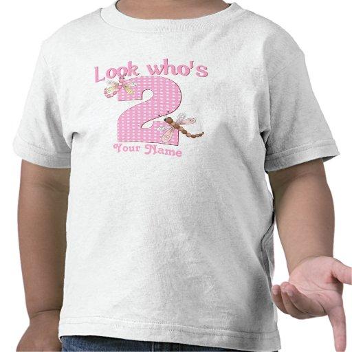 Mire quién es camiseta de la libélula del cumpleañ