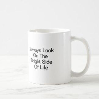 Mire siempre en la parte positiva de la vida taza básica blanca