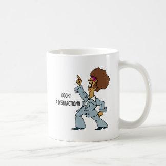 Mire una distracción taza de café