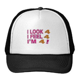 Miro y siento 4 gorras