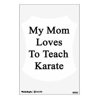 Mis amores de la mamá para enseñar a karate