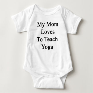 Mis amores de la mamá para enseñar a yoga body para bebé