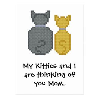 Mis gatitos y yo estamos pensando en usted mamá. tarjetas postales